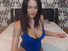 milf shows feet on cam takes off shoes