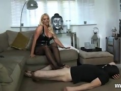 Hot dom Lucy Zara performs her first ball busting session