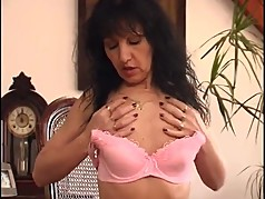 Hairy MILF uses a dildo quite well